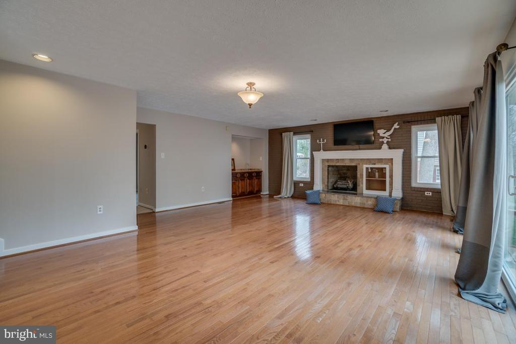Family Room with Gas Fireplace - 3091 WOODS COVE LN, WOODBRIDGE