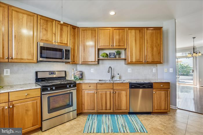 Cherry Cabinetry, Stainless Appliances~Gas Cooking - 43299 RUSH RUN TER, ASHBURN