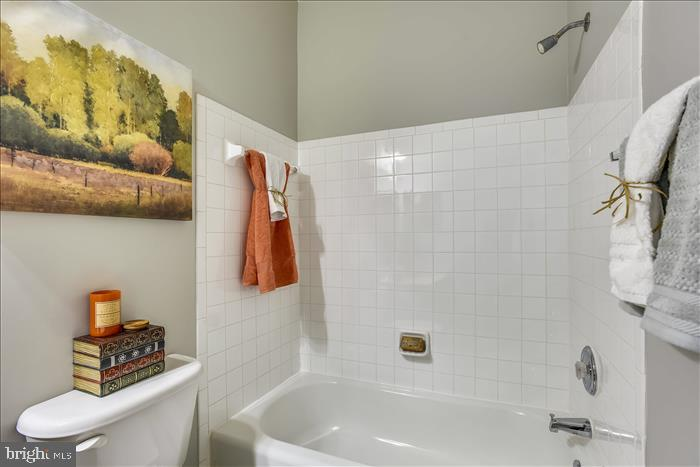 2nd Full Bath w/Fresh Paint~Tub/Shower Combo - 43299 RUSH RUN TER, ASHBURN