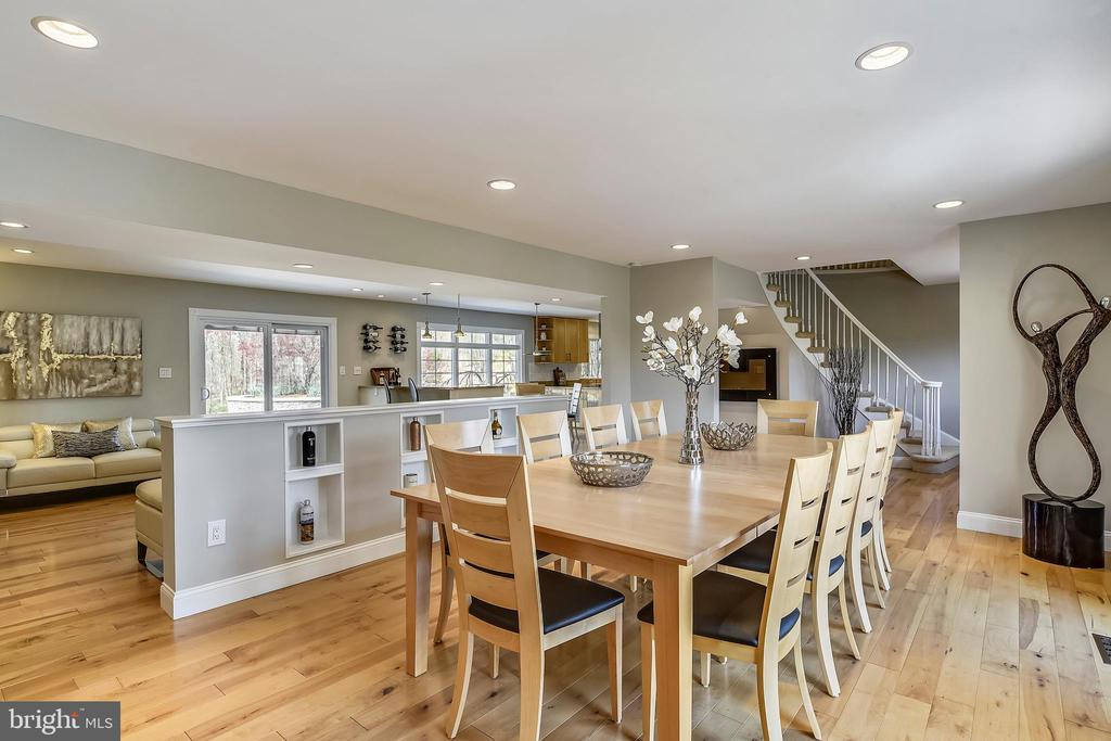 Main level embraces the 'open concept' in design - 7608 MANOR HOUSE DR, FAIRFAX STATION