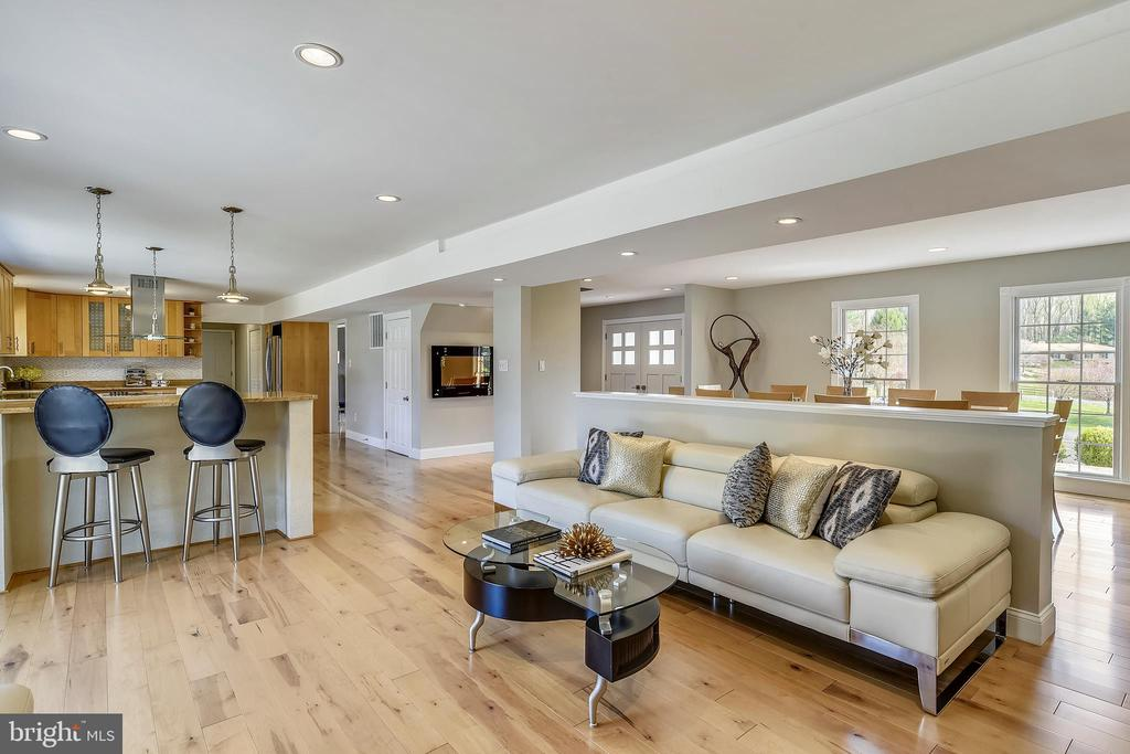Gorgeous brand new maple flooring - 7608 MANOR HOUSE DR, FAIRFAX STATION