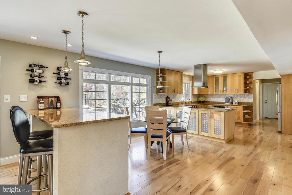 Eat in bar PLUS breakfast room w/great yard view - 7608 MANOR HOUSE DR, FAIRFAX STATION