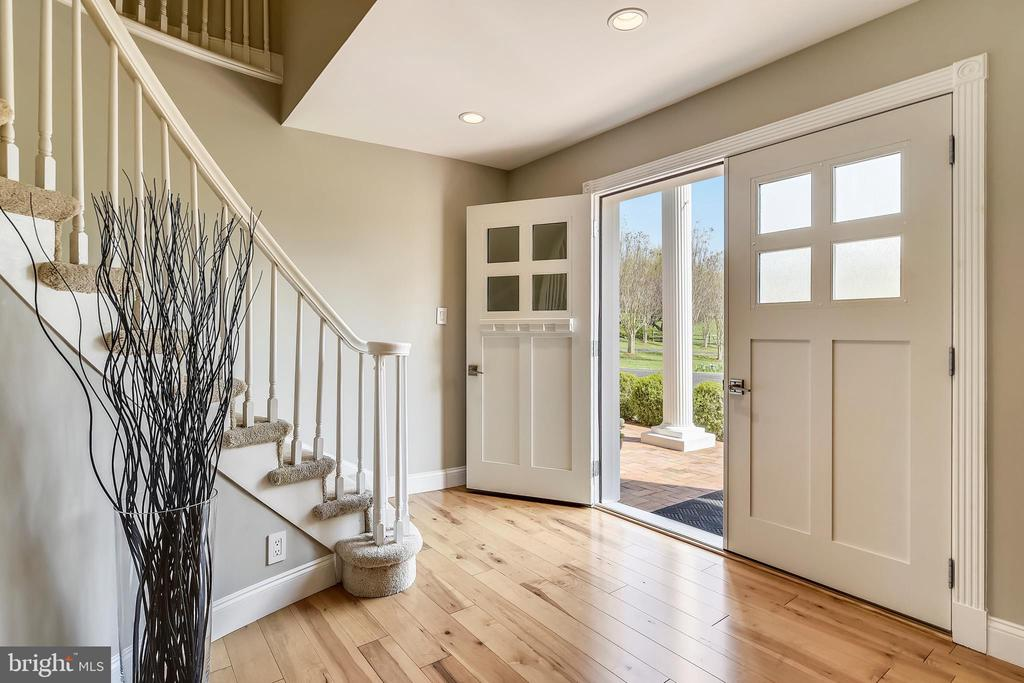 Gracious entryway with new front doors - 7608 MANOR HOUSE DR, FAIRFAX STATION
