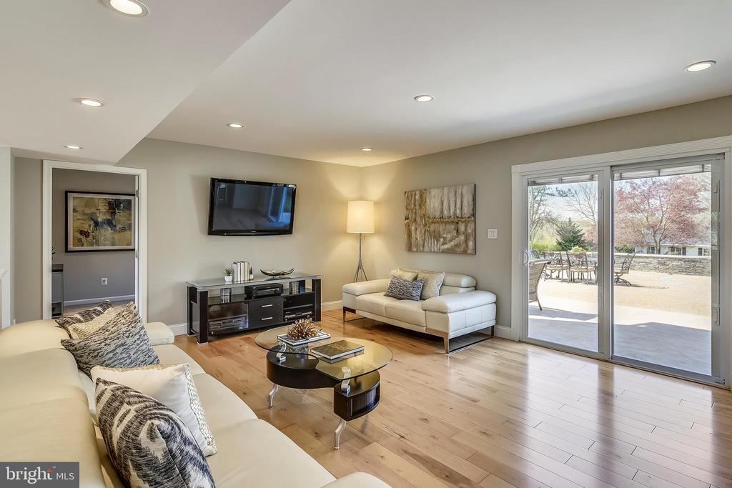 Beautiful family room has doors out to patio - 7608 MANOR HOUSE DR, FAIRFAX STATION