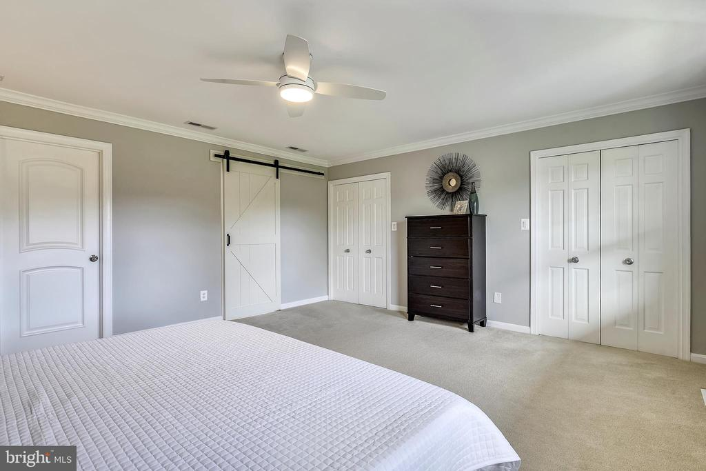 Barn door leads to remodeled master bath - 7608 MANOR HOUSE DR, FAIRFAX STATION