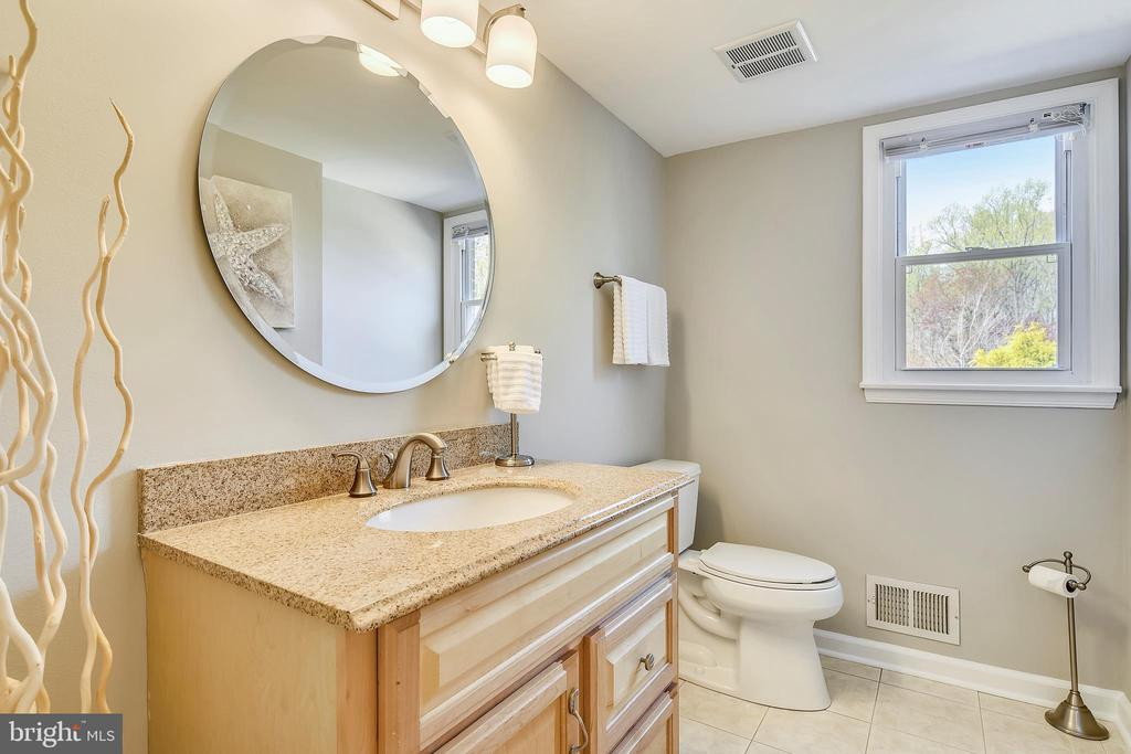 Updated powder room - 7608 MANOR HOUSE DR, FAIRFAX STATION
