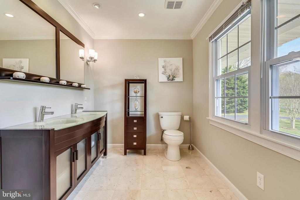Completely remodeled upstairs hall bath - 7608 MANOR HOUSE DR, FAIRFAX STATION