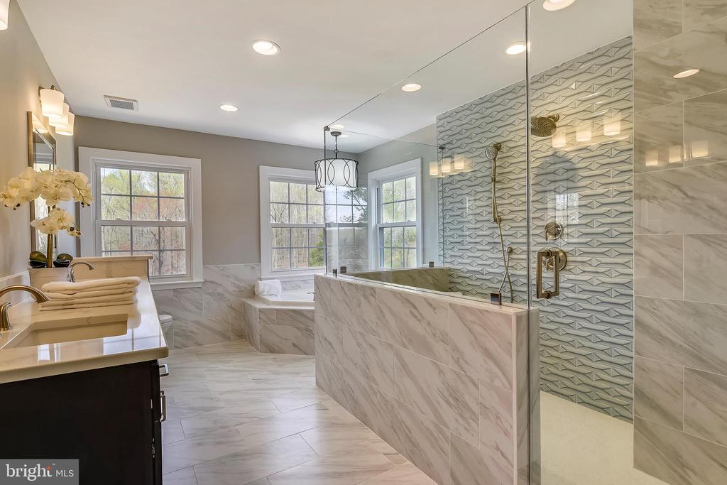 Completely remodeled master bath - 7608 MANOR HOUSE DR, FAIRFAX STATION