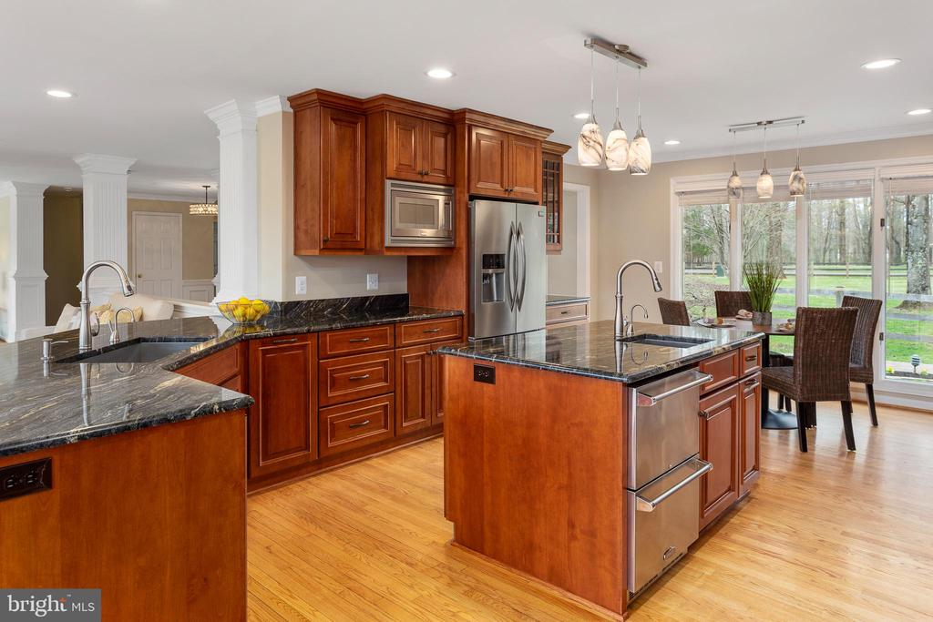 Beautiful Kitchen Cabinets and Granite Counters - 13108 LAUREL GLEN RD, CLIFTON