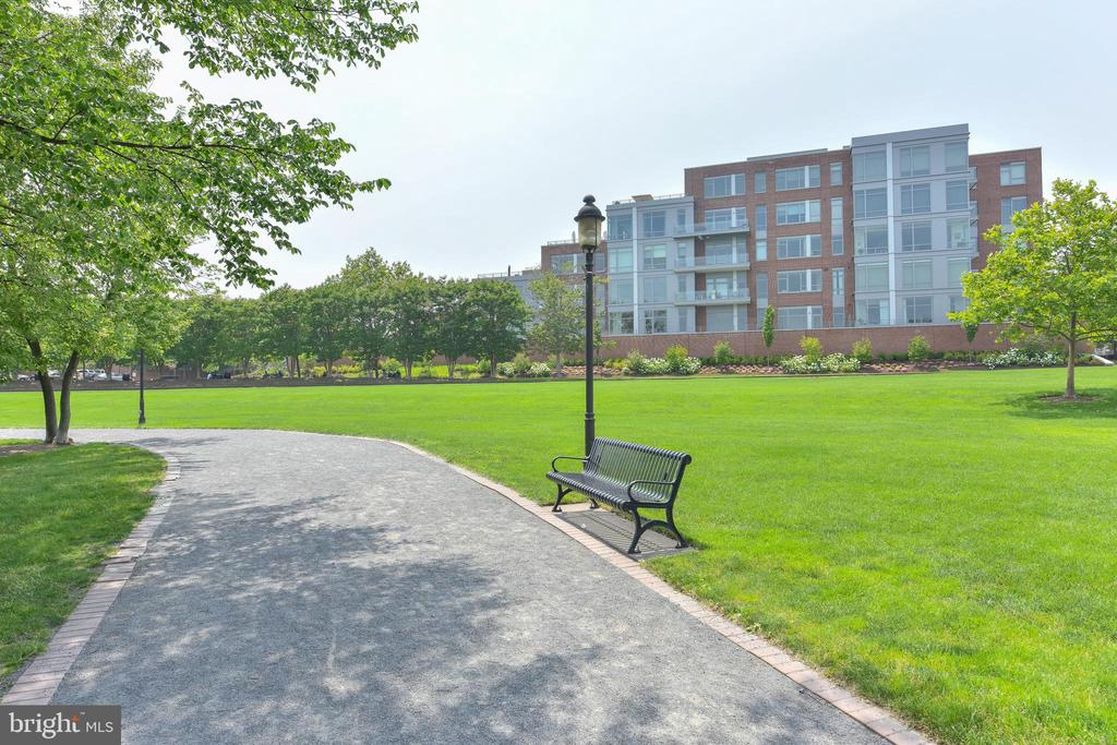 Walk along the rivers edge in front of The Oronoco - 601 N FAIRFAX ST #316, ALEXANDRIA