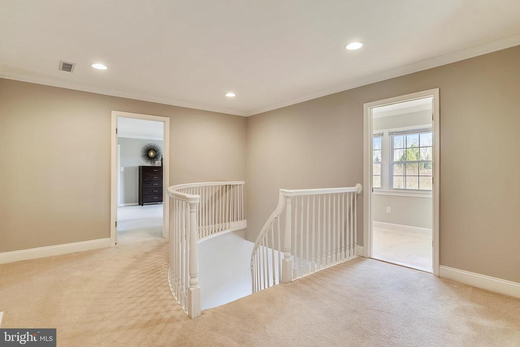 Open hallway - 7608 MANOR HOUSE DR, FAIRFAX STATION