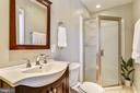 Full bath in the suite - 7608 MANOR HOUSE DR, FAIRFAX STATION
