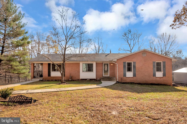 Single Family for Sale at 8777 Hunt Trl 8777 Hunt Trl Warrenton, Virginia 20187 United States