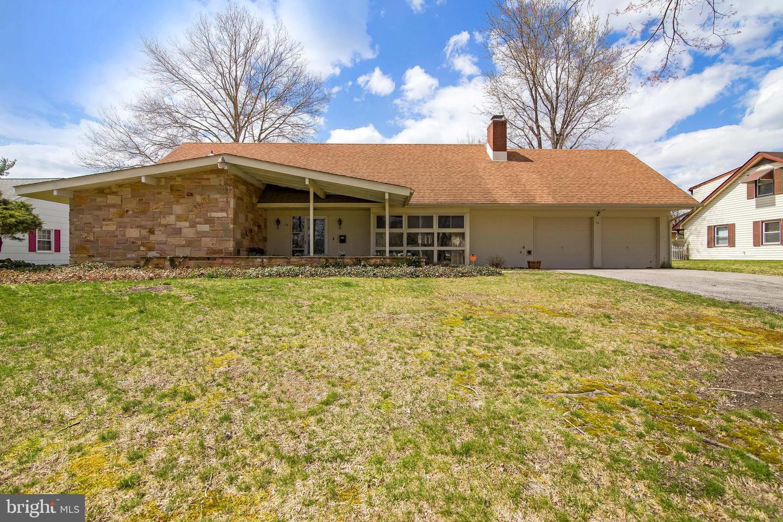 Частный односемейный дом для того Продажа на 54 WOODHAVEN Lane Willingboro Township, Нью-Джерси 08046 Соединенные Штаты