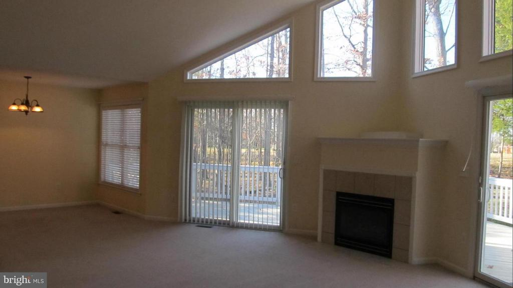 Living Rm with gas fireplace, amazing windows - 424 YORKTOWN, LOCUST GROVE