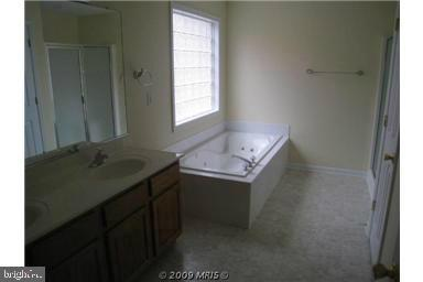 Luxury master bath with garden tub and shower - 424 YORKTOWN, LOCUST GROVE