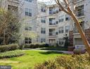 Unit faces quiet nicely landscaped courtyard - 2791 CENTERBORO DR #185, VIENNA