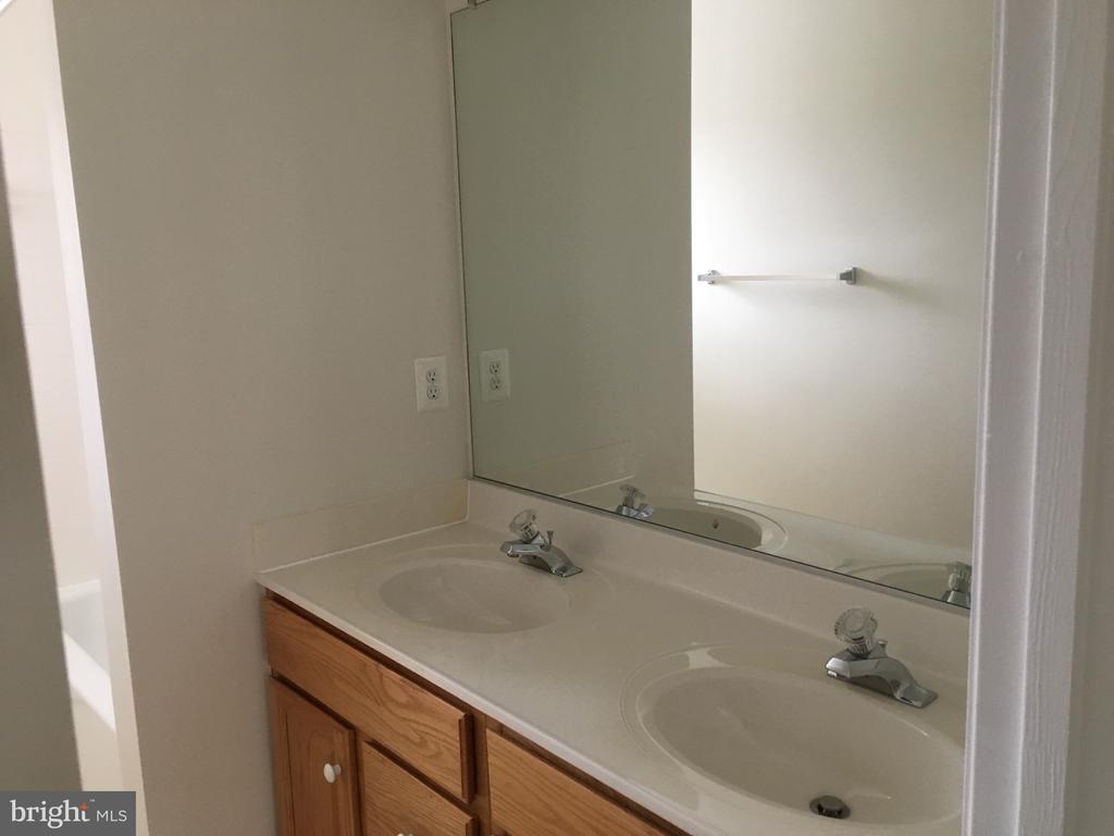 2nd Full Bath - 15947 KENSINGTON PL, DUMFRIES