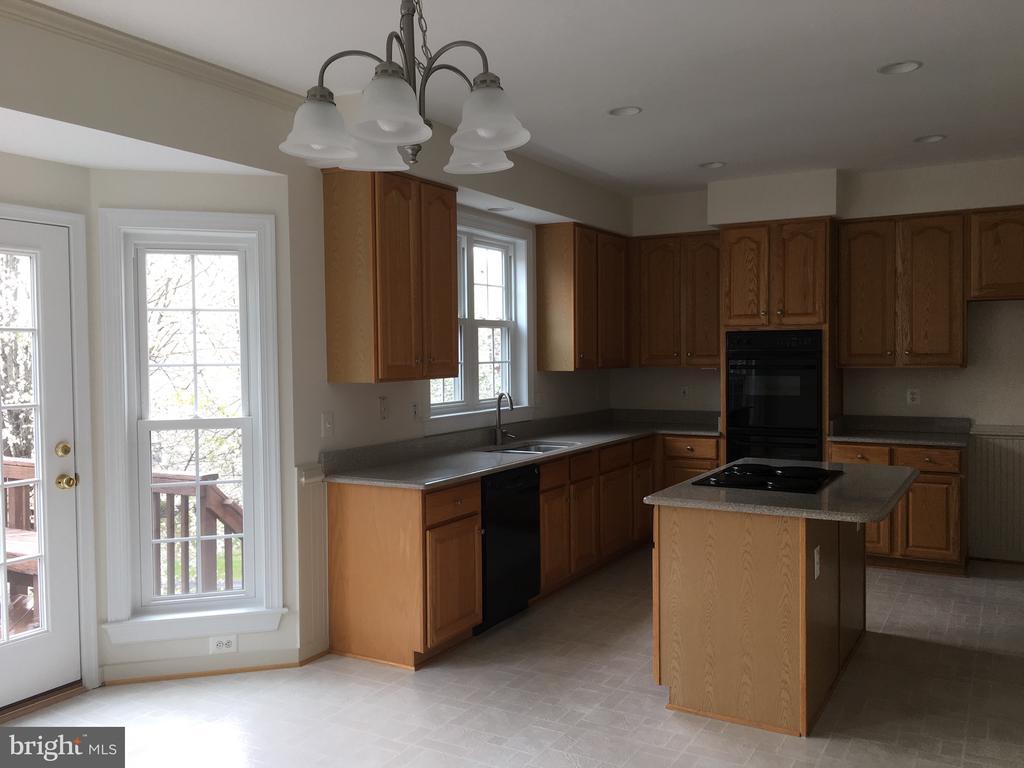 Kitchen - 15947 KENSINGTON PL, DUMFRIES