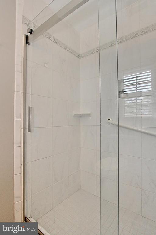 Master Bath Shower - 6714 NORVIEW CT, SPRINGFIELD