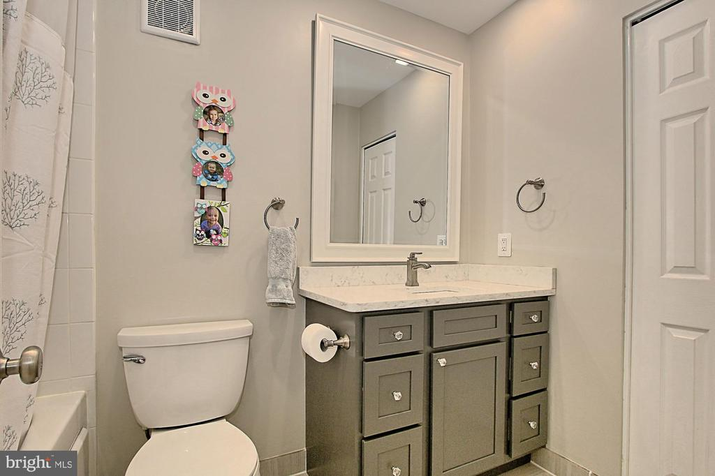 Main Level Hall Bath with Jetted Tub - 6714 NORVIEW CT, SPRINGFIELD