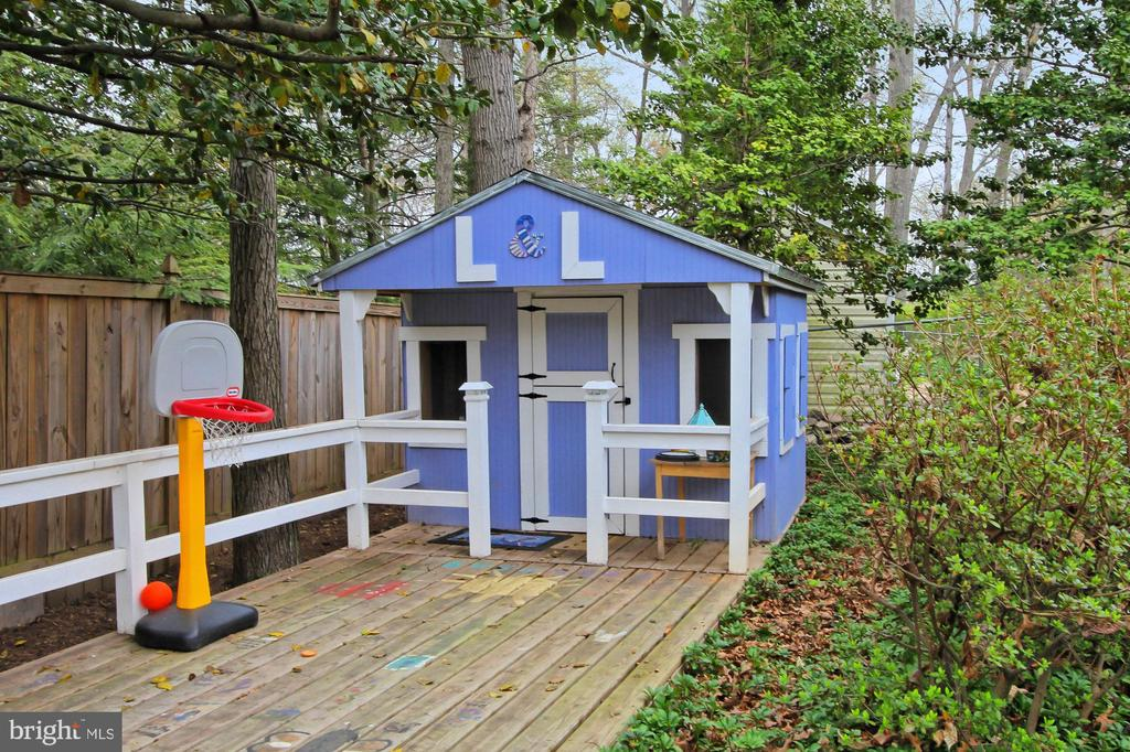 Playhouse with lights! - 6714 NORVIEW CT, SPRINGFIELD