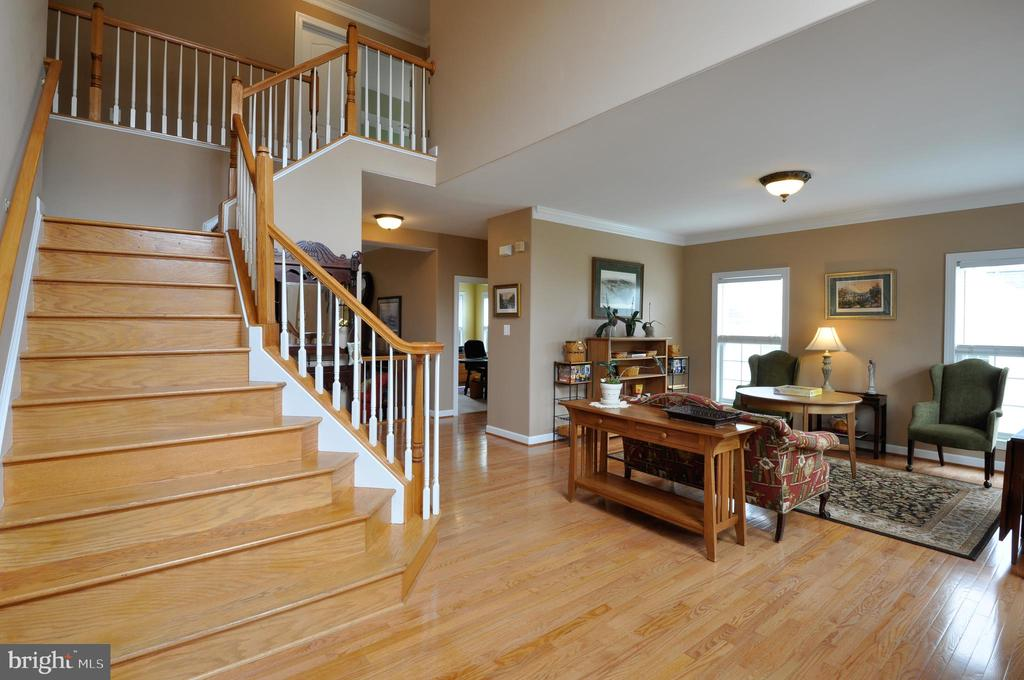 Foyer w/ view of living room - 26 PINKERTON CT, STAFFORD