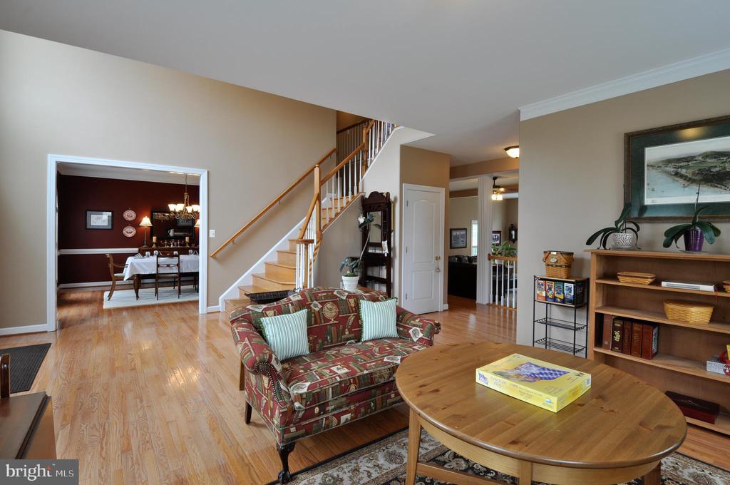 Living room/foyer view - 26 PINKERTON CT, STAFFORD