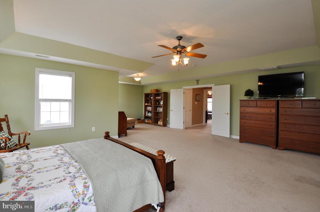 Double door entry into master bedroom - 26 PINKERTON CT, STAFFORD