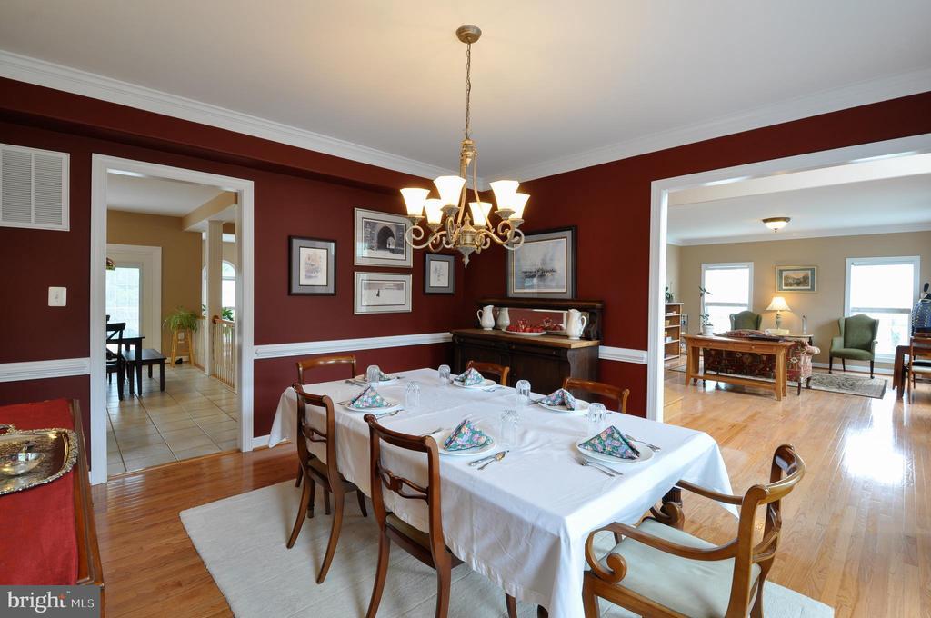 Wood floors in dining room - 26 PINKERTON CT, STAFFORD