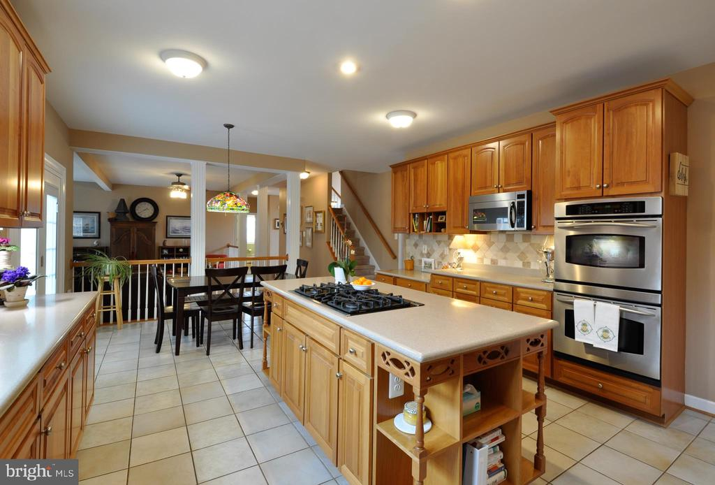 Double wall ovens - 26 PINKERTON CT, STAFFORD