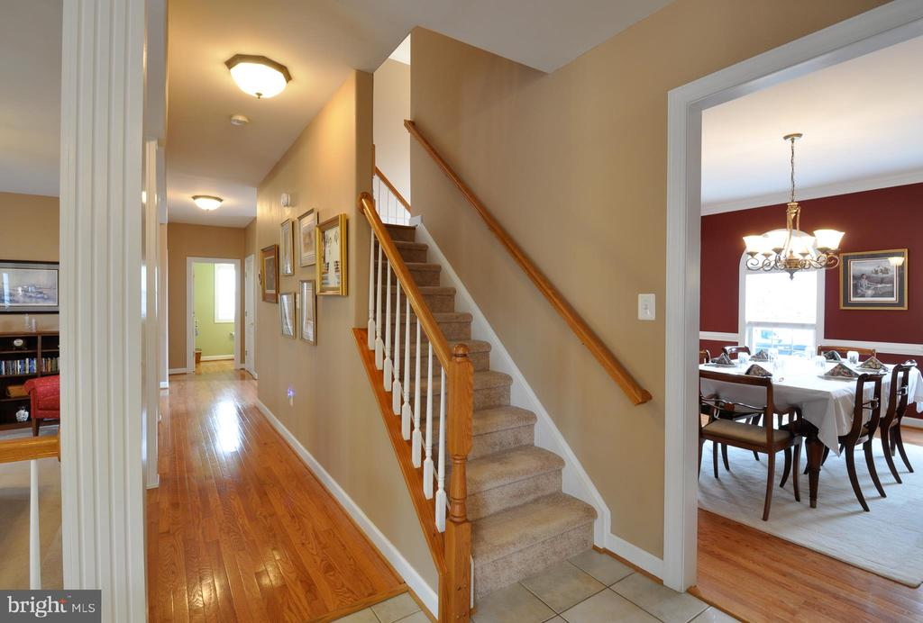 Dual staircase, back staircase off the kiit - 26 PINKERTON CT, STAFFORD