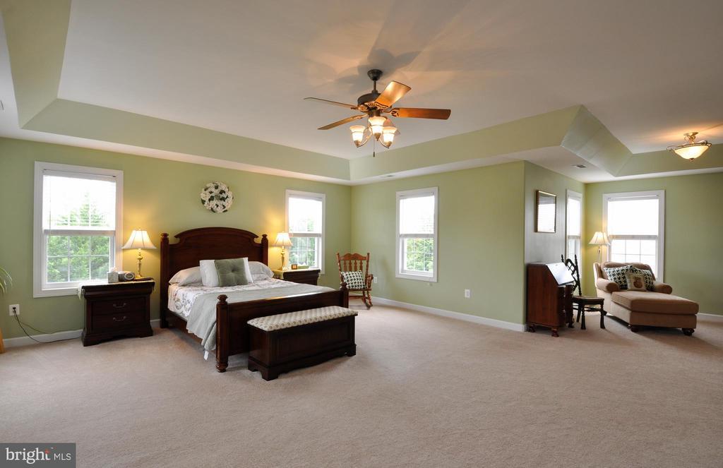 Master bedroom w/sitting room - 26 PINKERTON CT, STAFFORD