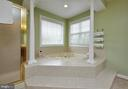 Oversized tub & separate shower - 26 PINKERTON CT, STAFFORD