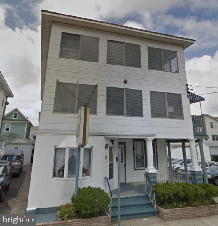 Maison unifamiliale pour l Vente à 320,322,326 E GLENWOOD Avenue Wildwood, New Jersey 08260 États-Unis