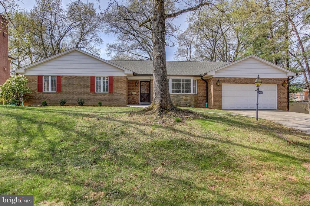 Welcome home to this spacious rambler. - 7007 PARTRIDGE PL, HYATTSVILLE