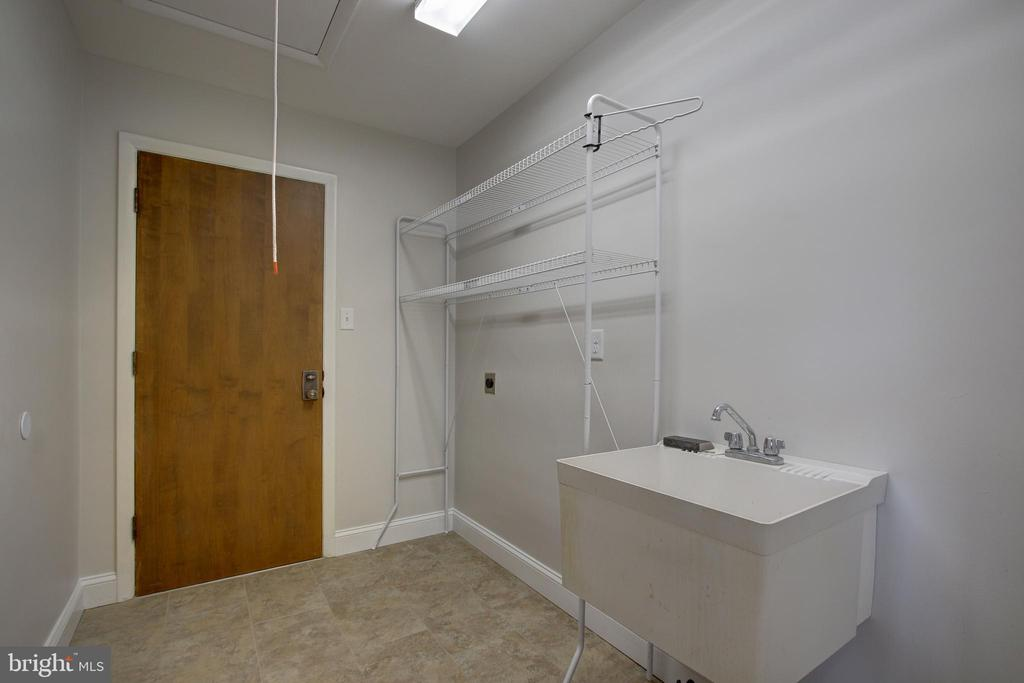 Mudroom. Rough in for main level laundry! - 7007 PARTRIDGE PL, HYATTSVILLE
