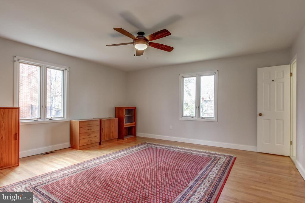 ceiling fan, multiple exposures. - 7007 PARTRIDGE PL, HYATTSVILLE