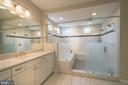 Double sink M w/ jetted tub & rain shower - 40871 HAYRAKE PL, ALDIE