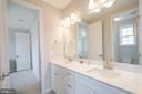 jack and jill bathroom - 40871 HAYRAKE PL, ALDIE