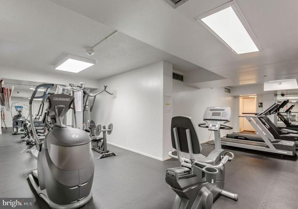 Gym in building - 1808 OLD MEADOW RD #1114, MCLEAN