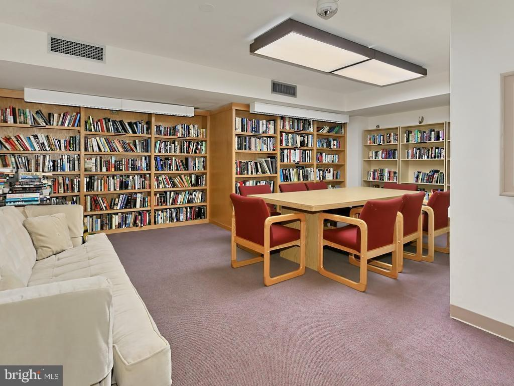 Social room and Library in building - 1808 OLD MEADOW RD #1114, MCLEAN