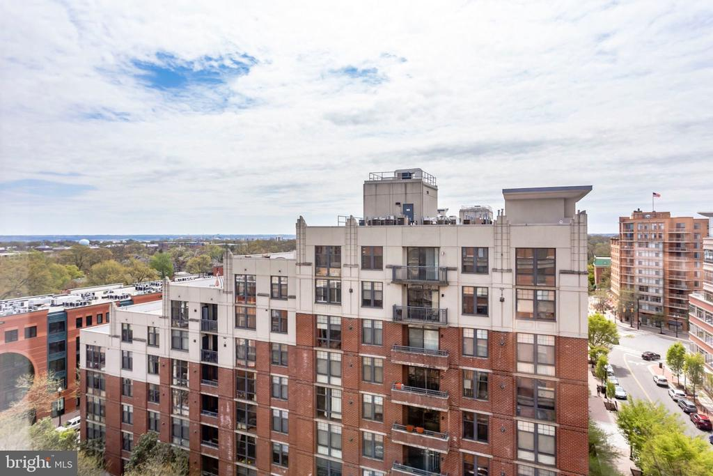 view from living R/Mbr - 1201 N GARFIELD ST #PH06, ARLINGTON