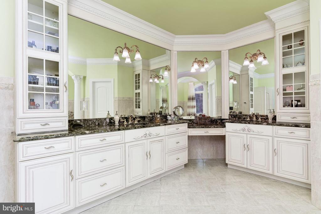Master Bath Suite, Two Vanities and Two Towers - 11536 MANORSTONE LN, COLUMBIA
