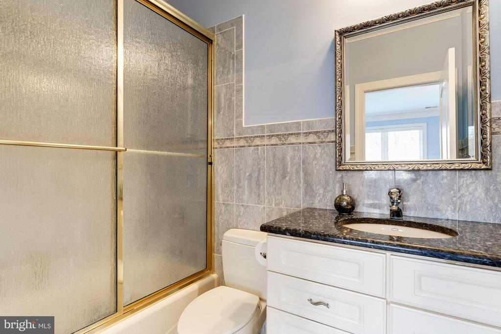 Attached En-suite Bath - 11536 MANORSTONE LN, COLUMBIA