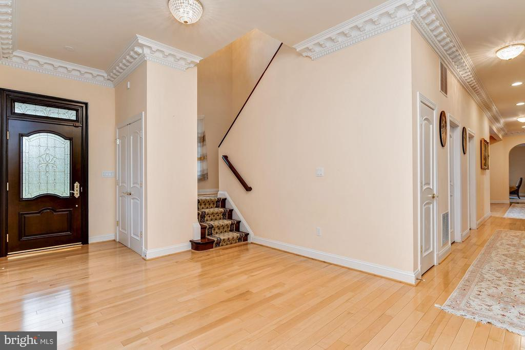 Hall Pantry Walk-in, Secondary Entry & Back Stair - 11536 MANORSTONE LN, COLUMBIA