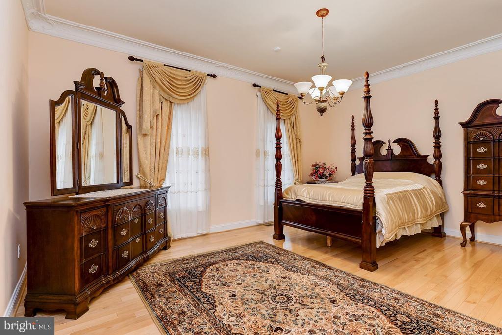 Main Level Au-Pair En-suite Bedroom - 11536 MANORSTONE LN, COLUMBIA