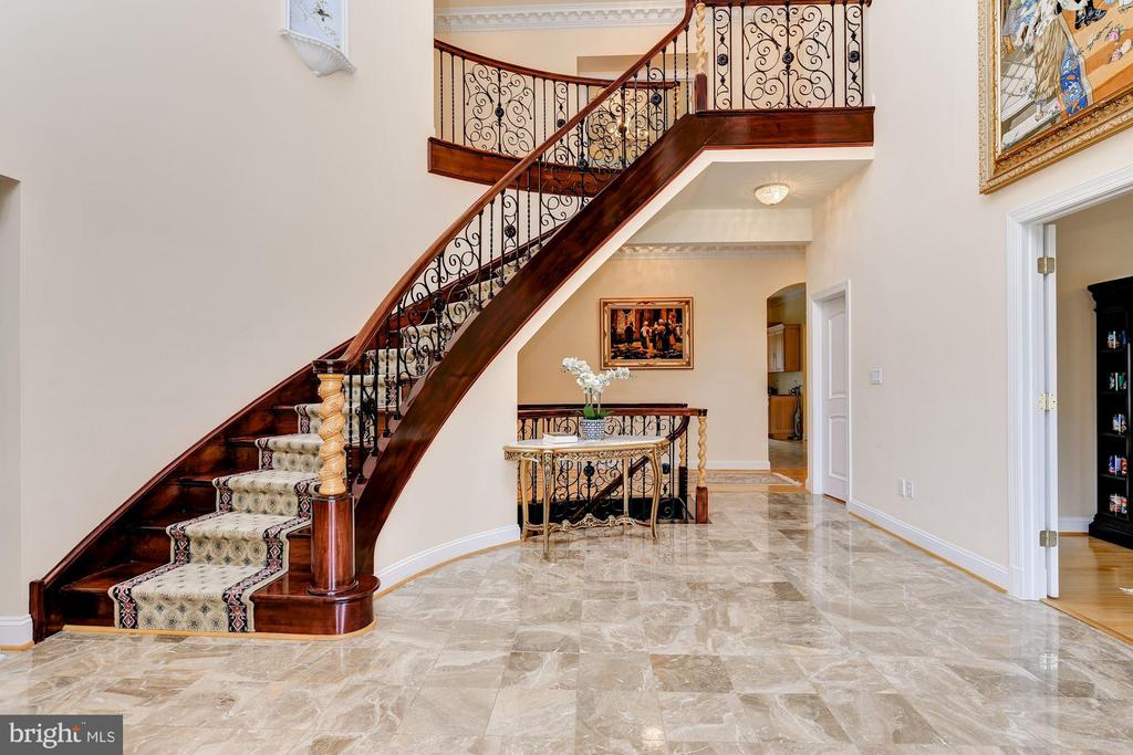 Grand Two Story Foyer and Curved Stair - 11536 MANORSTONE LN, COLUMBIA