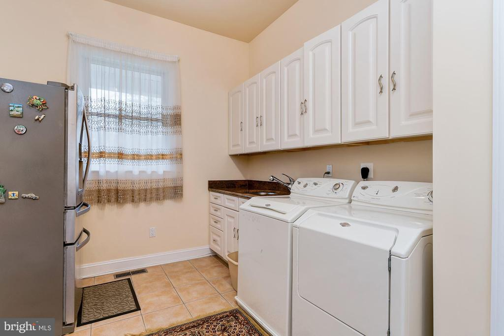 Main Level Laundry - 11536 MANORSTONE LN, COLUMBIA