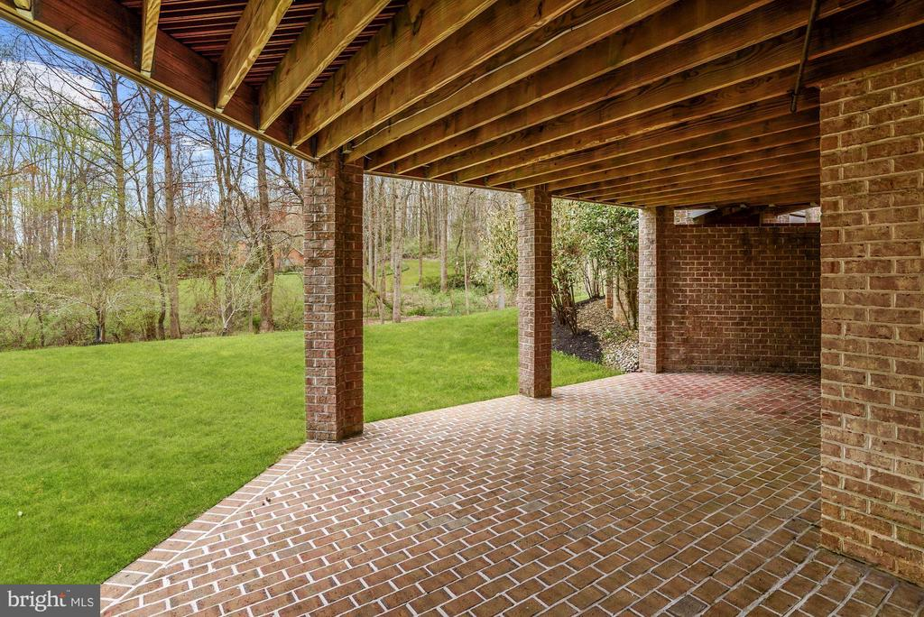 Walk out Covered Brick Patio - 11536 MANORSTONE LN, COLUMBIA